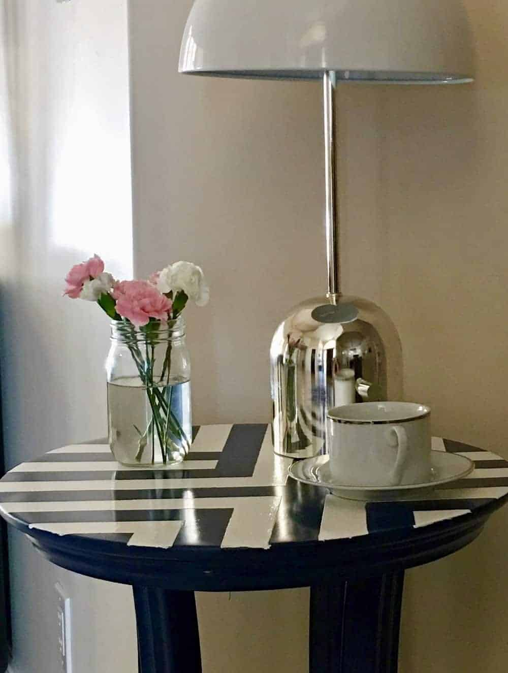 Side Table Makeover. Easy DIY. #spraypaint #sidetable #furniture #diy #homeimprovement #makeover #painterstape #table