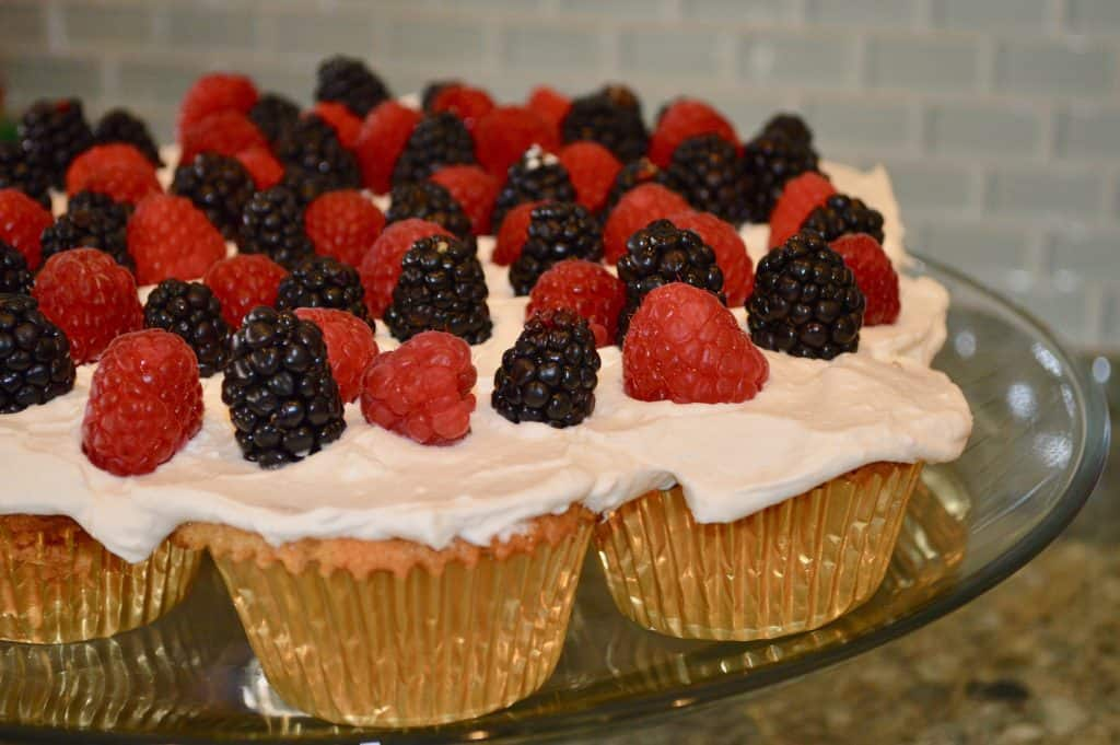 4th of July BBQ Pull-Apart Vanilla-Wafer Cupcakes
