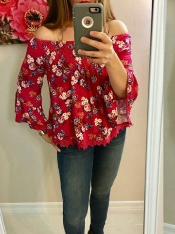 Stitch Fix Mom Fall Fashion guide - checkout the awesome picks for women's fall fashion from Stitch Fix. #StitchFix #fallfashion #womens #fall #clothing #mom #clothes #skinnyjeans #tiefronttop #discount #flattering #parenting