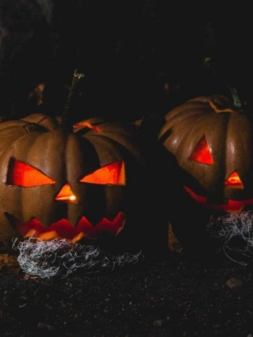 Best Outdoor Halloween Decorations with two jack o lanterns