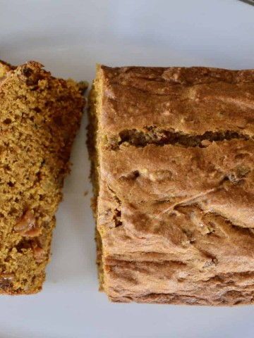Pumpkin Walnut Raisin Bread is an easy pumpkin bread recipe that is moist and better than Starbucks! #pumpkinbread #fall #recipe #baking #walnuts #goldenraisins #easy #starbucks #healthy #pumpkin #brunch #fallgift #gifting #giftbasket