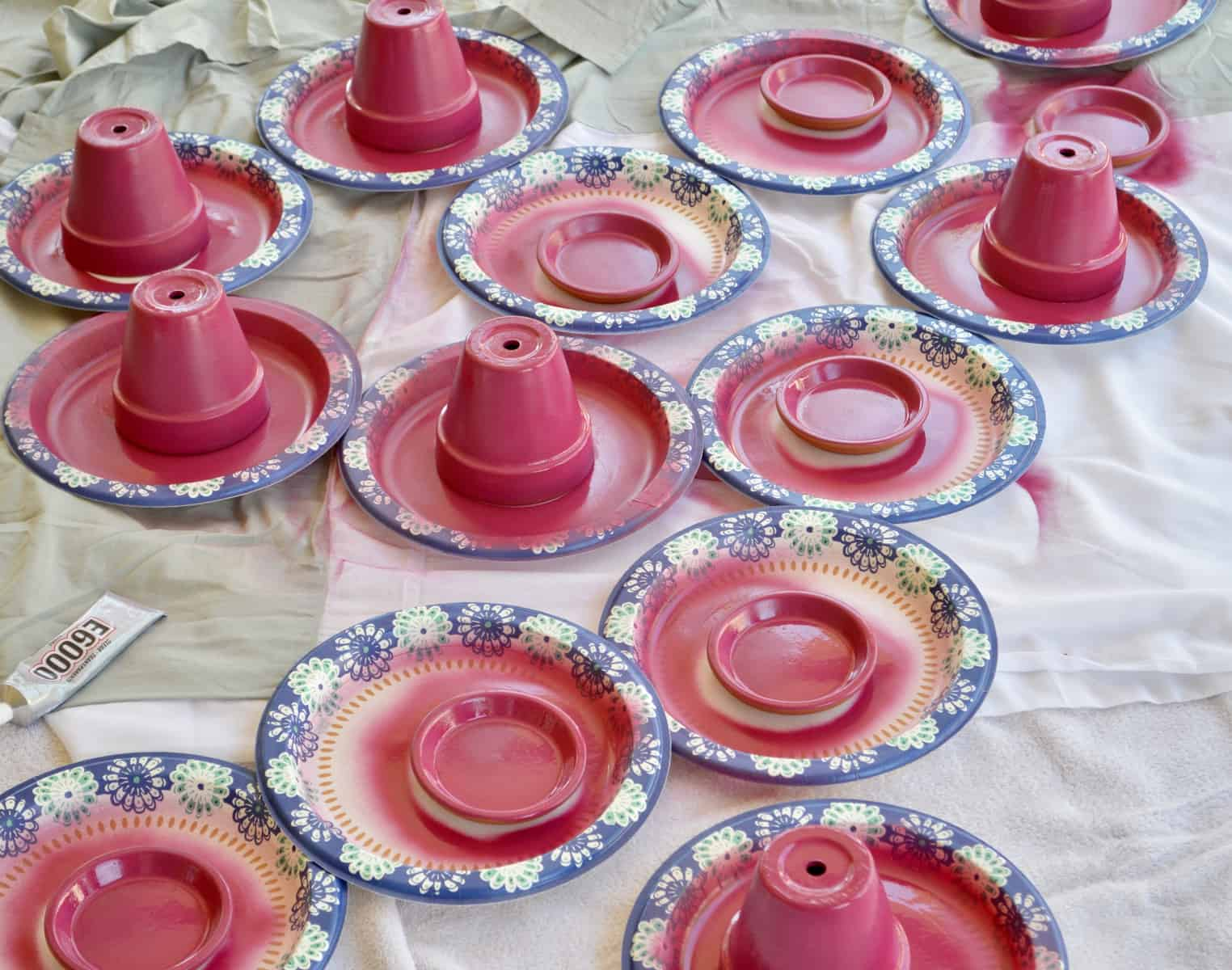 spray paint terra cotta lids and pots on paper plates