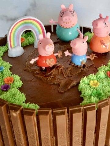 Peppa Pig Birthday Cake with mummy, daddy, and George