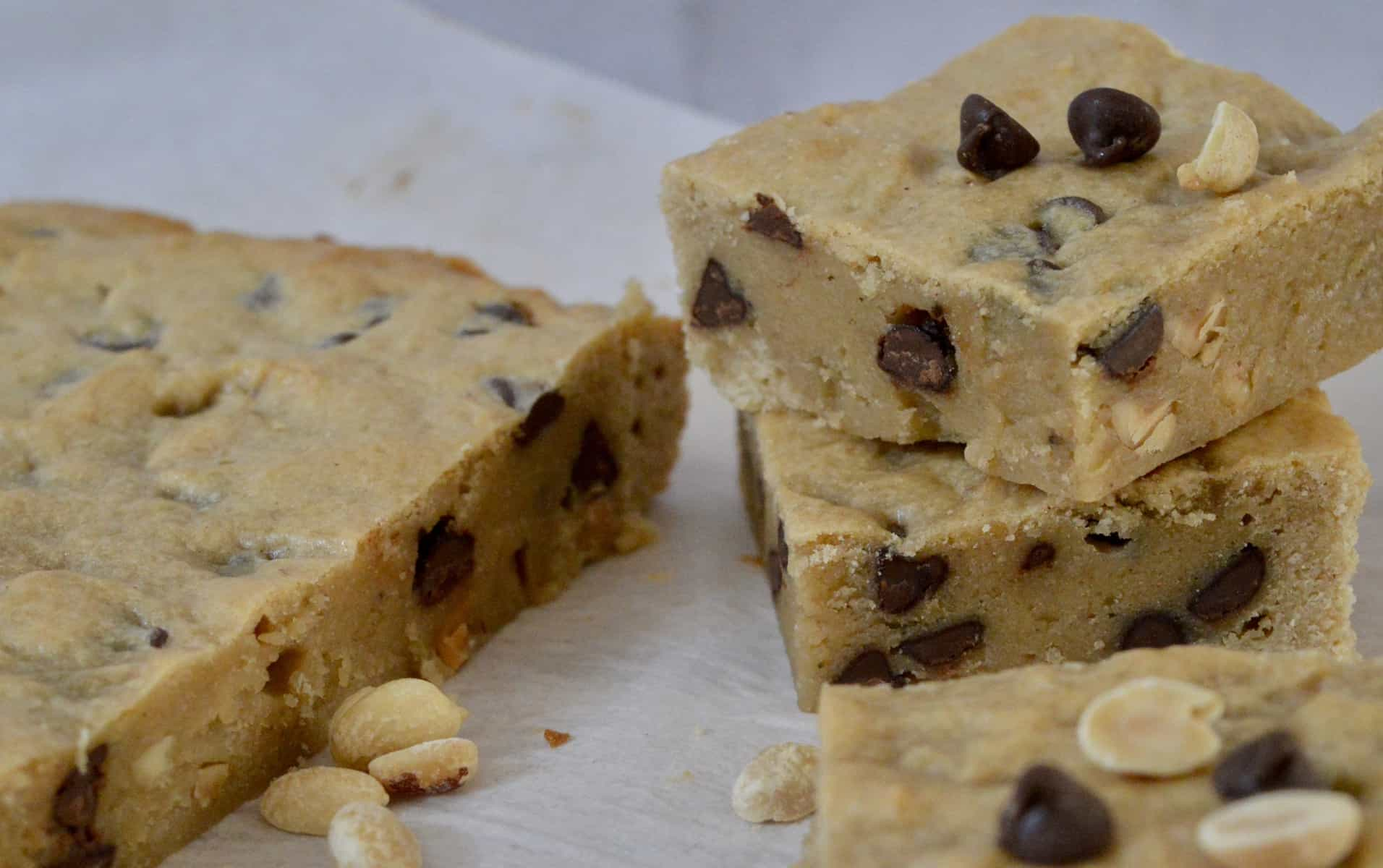 Peanut Butter Banana Blondies with Chocolate Chips