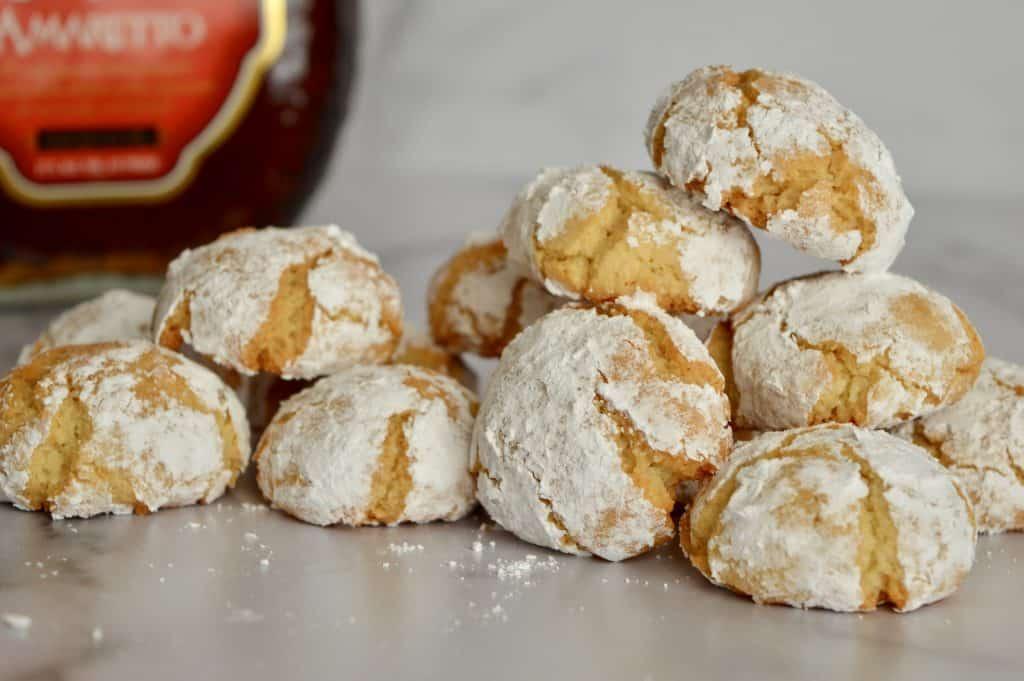 Amaretti cookies recipe with amaretto liqueur.