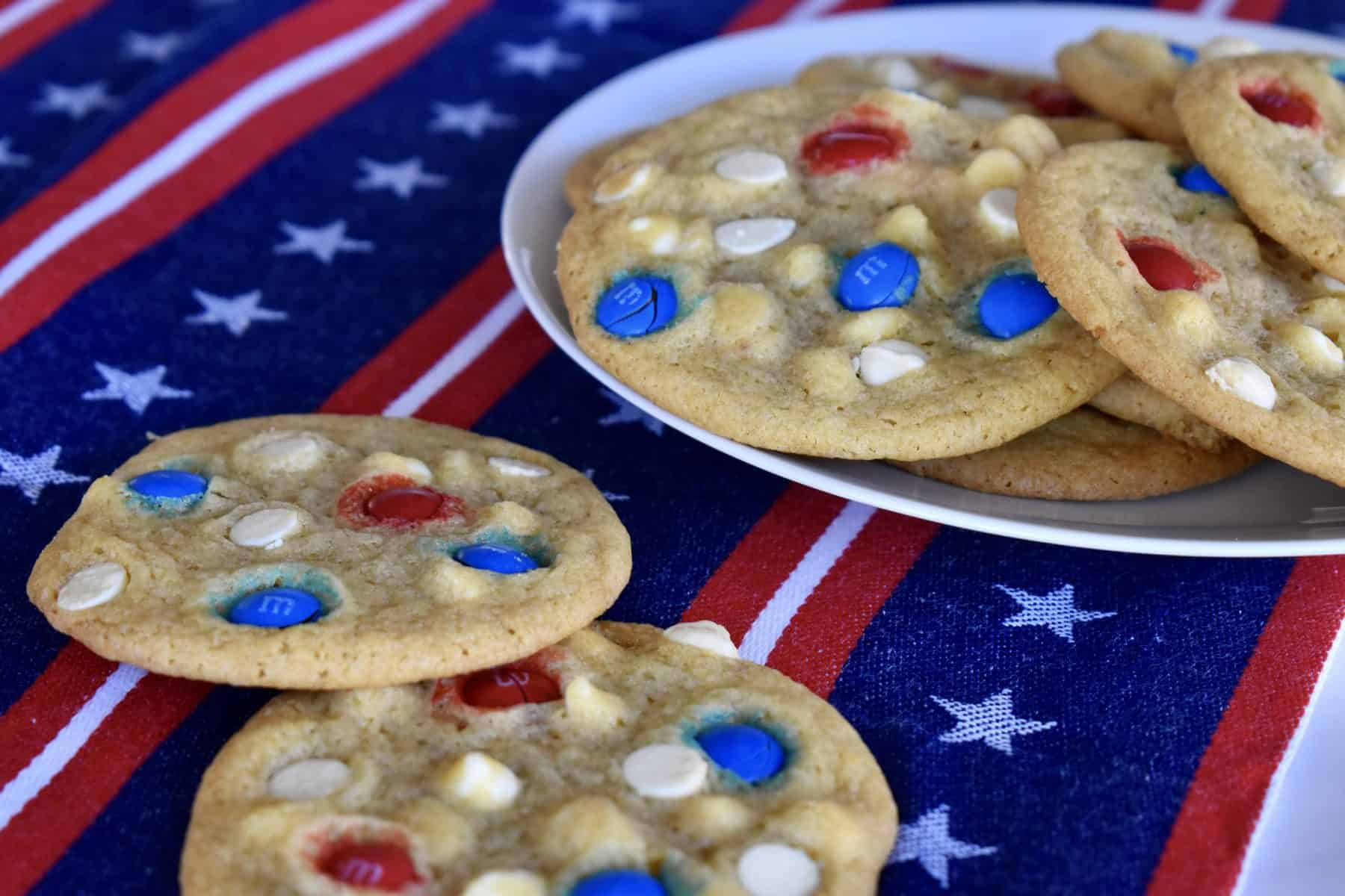 4th of July cookies on a plate.